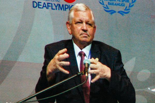 Valery Rukhledev eröffnet als ICSD-Präsident die Deaflympics 2017 in Samsun